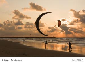 Prallschutzwesten werden von Kitesurfern und Wakeboardern getragen um bei Stürzen keine Verletzung am Brustkorb zu erlangen.
